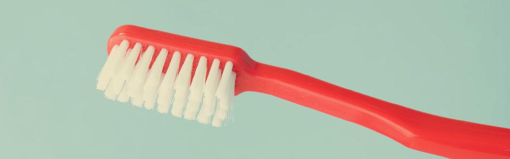 Borsta tänderna och spara pengar